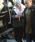 December_15_-_Returning_to_her_hotel_after_doing_some_work_out_at_the_gym_in_New_York_28329.jpg