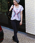 May_22_-_Arriving_at_her_hotel_in_Berlin_28929.png