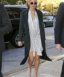 November_13_-_Arriving_back_at_her_hotel_in_New_York_281929.JPG
