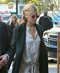 November_13_-_Arriving_back_at_her_hotel_in_New_York_28929.jpg
