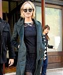 November_15_-_Leaving_her_hotel_in_New_York_City_before_she_heads_to_Mockingjay_Fan_Press_Event_281229.jpg