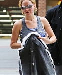 November_16_-_Arriving_back_at_her_hotel_in_New_York__28929.jpg