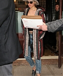 November_16_-_Leaving_her_hotel_in_New_York_28529.jpg